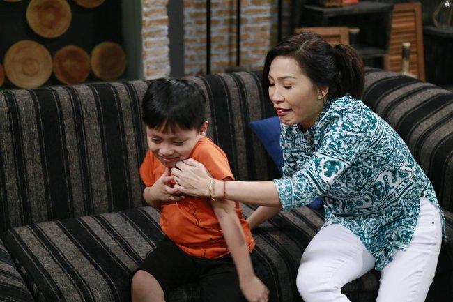 Hồng Đào khóc ròng vì Quang Minh dạy con siêu kỳ quặc - Ảnh 5.