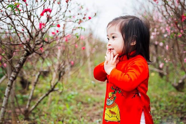 Khi các bé xúng xính trong tà áo dài ngày Tết, mẹ như thấy cả mùa xuân - Ảnh 15.