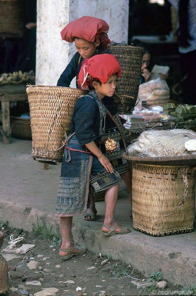 Quay ngược về 3 thập kỷ trước, lặng ngắm cổ trấn Sapa hoang sơ trong mắt nhiếp ảnh gia Tây - Ảnh 9.