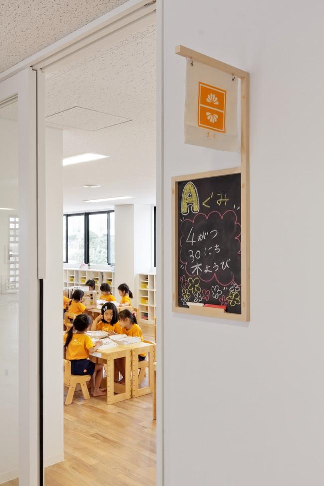 Có một trường mẫu giáo đầy ánh sáng, ngay cả lúc ăn trẻ cũng được đón gió trời - Ảnh 5.