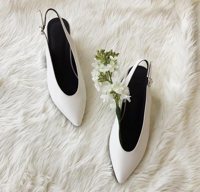 Đâu cần phải quá cầu kỳ hay sang chảnh, giày V-line đơn giản lại là thiết kế khiến nàng công sở không thể làm ngơ - Ảnh 16.