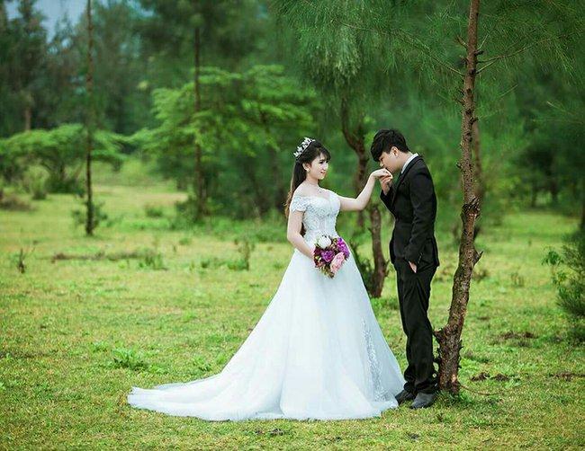 Chuyện hậu trường bất ngờ của cô dâu vừa mặc váy cưới vừa cho con bú gây sốt trên diễn đàn chị em - Ảnh 9.