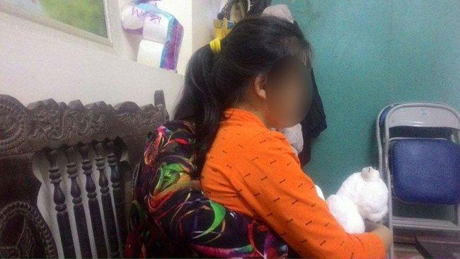 Nỗi đau người mẹ ở Bắc Giang có con gái 12 tuổi nghi bị hàng xóm cưỡng hiếp - Ảnh 1.