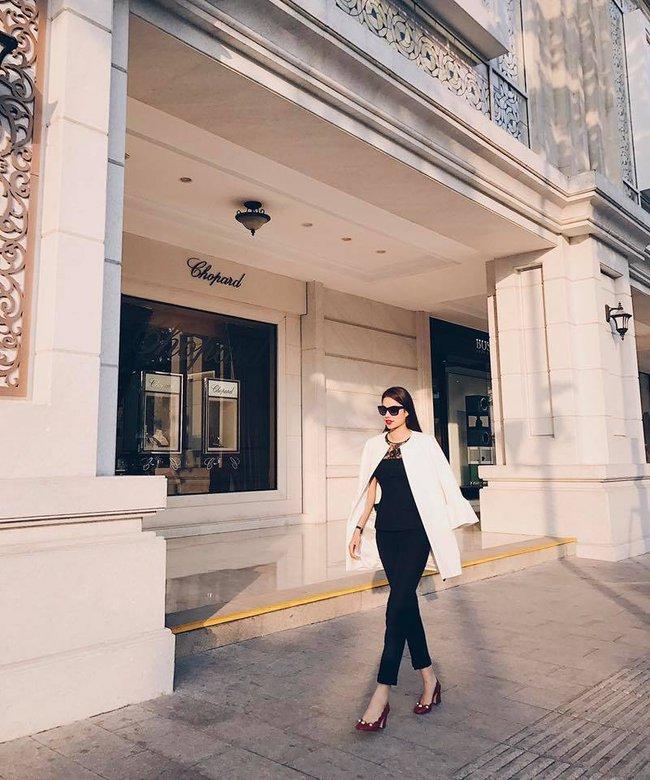 Angela Phương Trinh dìm chiều cao bằng quần loe quá khổ, Đỗ Mỹ Linh chững chạc với tóc uốn xoăn - Ảnh 7.