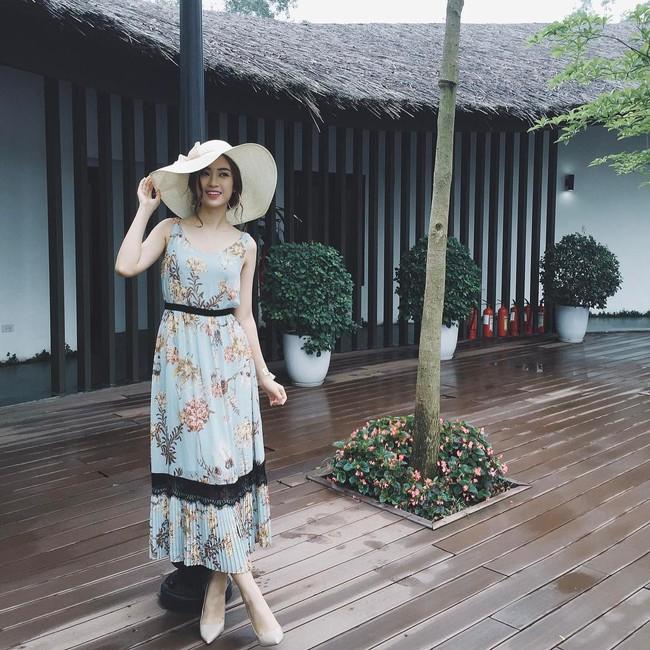 Angela Phương Trinh dìm chiều cao bằng quần loe quá khổ, Đỗ Mỹ Linh chững chạc với tóc uốn xoăn - Ảnh 2.