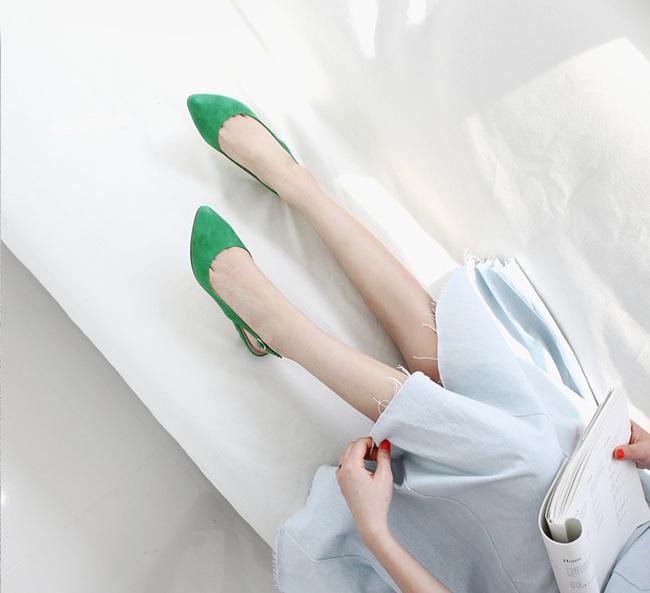 """Điểm danh 11 kiểu giày bệt quen thuộc giúp nàng công sở lựa chọn được thiết kê """"nịnh"""" chân nhất - Ảnh 20."""