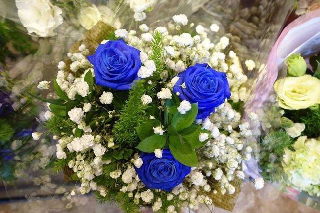 Doanh nhân chi 30 triệu đồng mua 99 bông hoa hồng phủ socola nhập khẩu tặng bạn gái dịp Valentine - Ảnh 11.