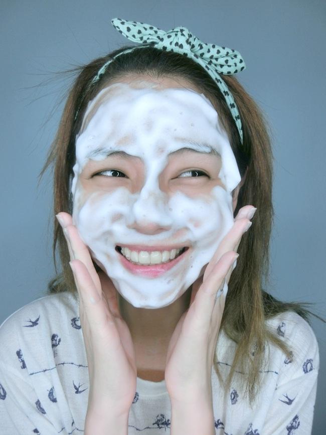 Hoá ra phụ nữ Nhật có làn da tươi trẻ như vậy là nhờ họ có phương pháp rửa mặt đặc biệt - Ảnh 2.