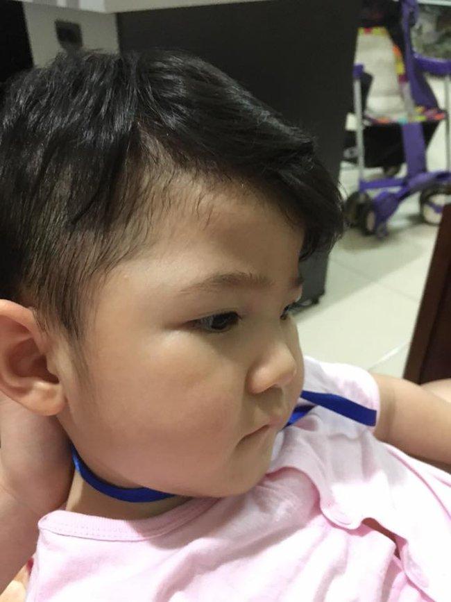 Sau gần 1 năm có mẹ nuôi, em bé Lào Cai đã tăng 10kg, bụ bẫm đáng yêu như thế này đây - Ảnh 4.