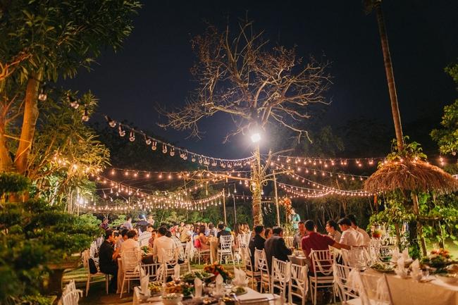 Đám cưới sân vườn xanh tươi, đẹp như mơ, khiến chú rể khô như ngói cũng tưởng được vào vai hoàng tử - Ảnh 40.