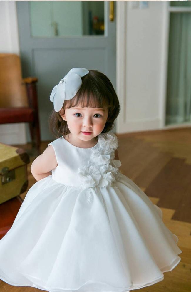 Bé gái 3 tuổi xinh xắn đốn tim hàng trăm nghìn cư dân mạng - Ảnh 1.