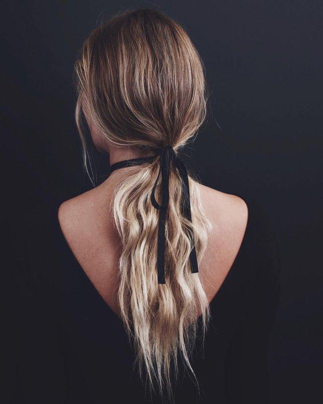 Tóc đuôi ngựa buộc thấp  – đơn giản nhưng chưa bao giờ hết hot - Ảnh 3.