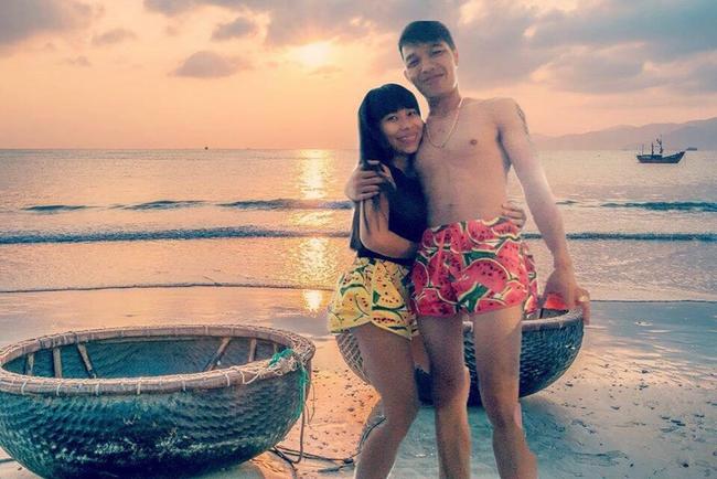 Cặp đôi quần đùi dưa hấu nhờ chỉnh ảnh đang đứng ở biển, và cái kết... - Ảnh 3.