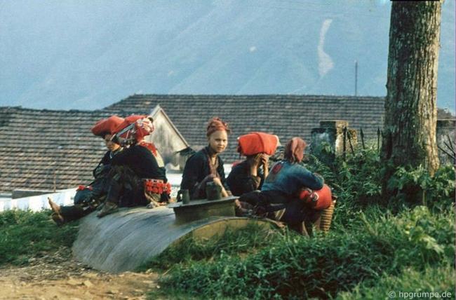 Quay ngược về 3 thập kỷ trước, lặng ngắm cổ trấn Sapa hoang sơ trong mắt nhiếp ảnh gia Tây - Ảnh 14.