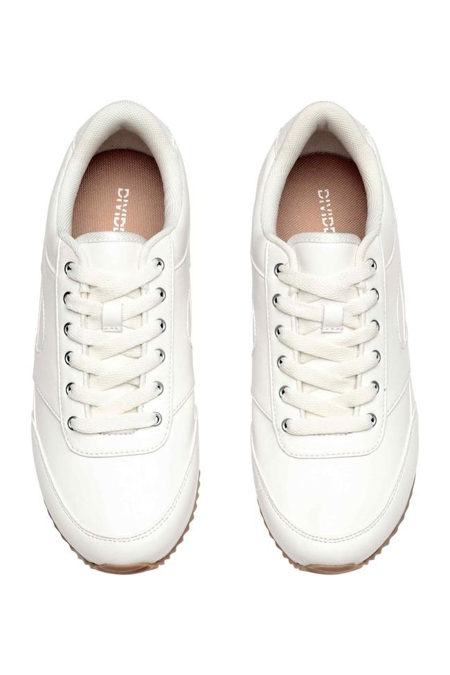 Loạt thương hiệu bình dân đã tung ra nhiều mẫu giày thể thao trắng cho các nàng tha hồ lựa chọn - Ảnh 7.