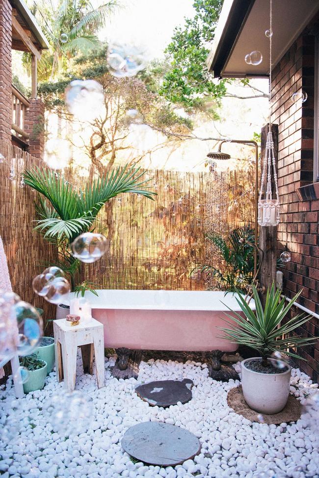 Nhà tắm ngoài trời, cách đơn giản để mang thiên đường vào không gian sống - Ảnh 5.