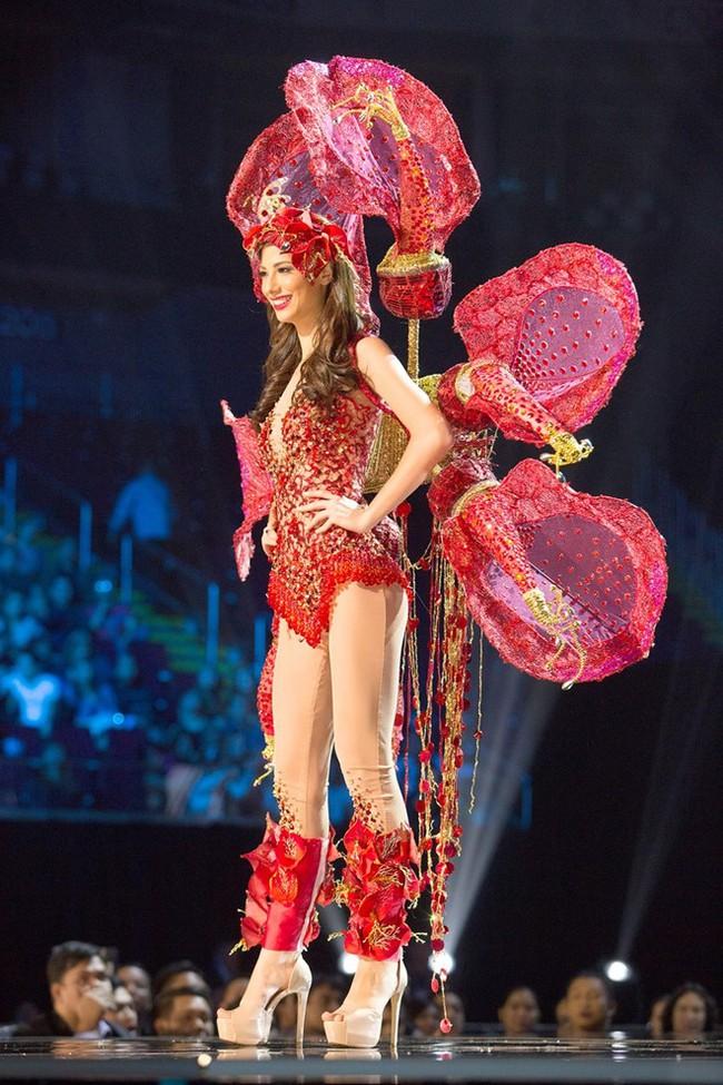 Ngắm nhìn những bộ trang phục truyền thống lộng lẫy, cầu kỳ nhất đêm Chung kết Hoa hậu Hoàn Vũ 2017 - Ảnh 7.