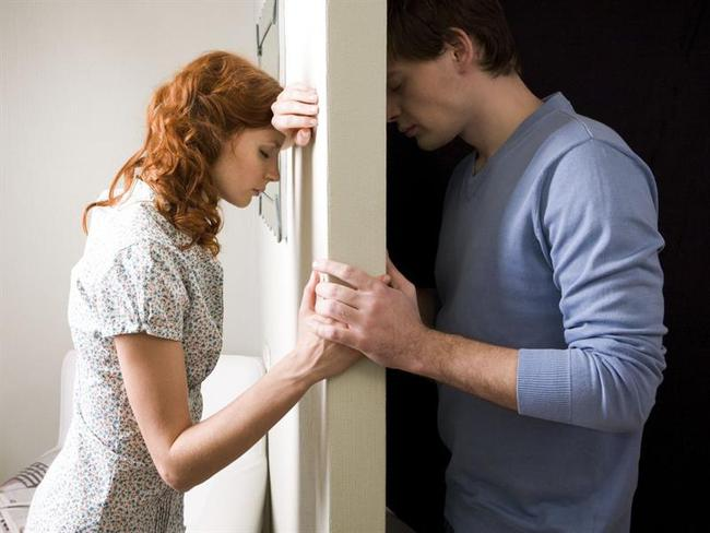 Trước ngày ly hôn, vợ dúi vào tay tôi một bọc nhỏ và dặn dò... - Ảnh 2.