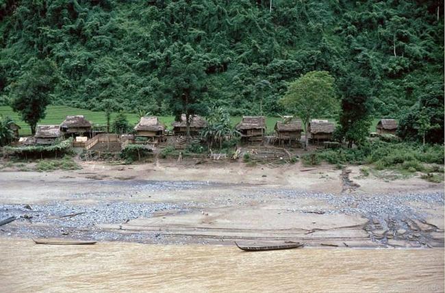 Quay ngược về 3 thập kỷ trước, lặng ngắm cổ trấn Sapa hoang sơ trong mắt nhiếp ảnh gia Tây - Ảnh 3.