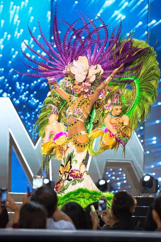 Ngắm nhìn những bộ trang phục truyền thống lộng lẫy, cầu kỳ nhất đêm Chung kết Hoa hậu Hoàn Vũ 2017 - Ảnh 8.