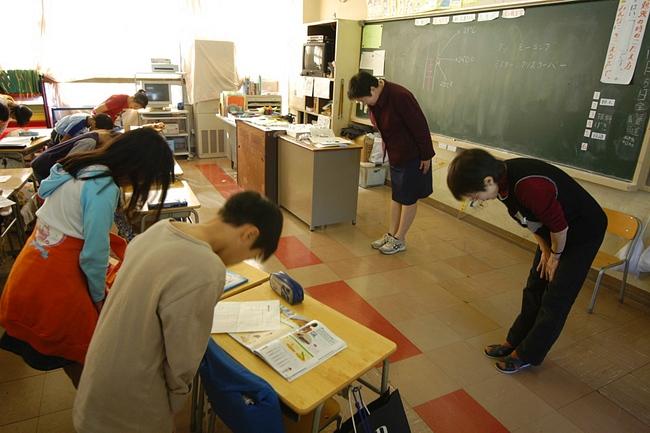 Chỉ là lời chào buổi sáng mà học sinh Nhật cũng khiến cả thế giới trầm trồ - Ảnh 4.