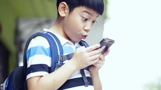 Cứ vứt cho con cái Ipad, trước sau gì con bạn cũng lạc trôi theo các kênh youtube bẩn - Ảnh 2.