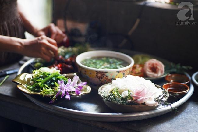 Giữa Sài Gòn xô bồ, vẫn có một nơi bạn có thể tĩnh tâm với đồ ăn thức uống đơm hoa - Ảnh 1.