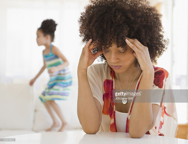 8 rắc rối về sức khỏe các mẹ vừa đi làm vừa chăm con dễ mắc phải nhất - Ảnh 2.