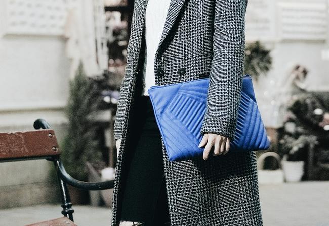 Đeo túi xách to nặng nhàm quá rồi, giờ muốn làm quý cô thời thượng thì phải cầm clutch đi làm mới chuẩn - Ảnh 12.