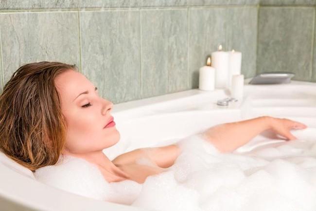 Có 4 thời điểm không được tắm nước nóng, và có một thời điểm rất nhiều người mắc phải, cần chú ý nếu không sẽ - Ảnh 3.