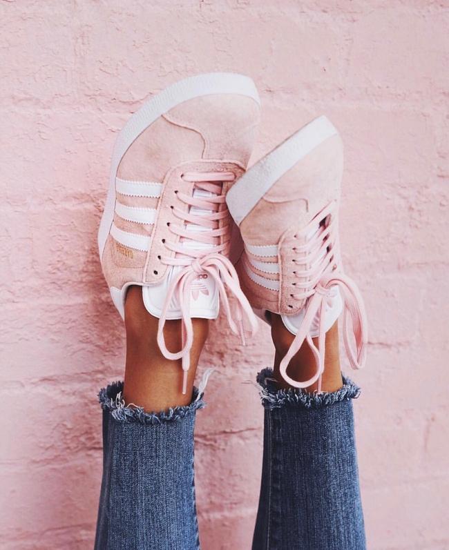 Qua rồi cái thời sneakers trắng là tâm điểm, 4 kiểu giày mới khiến chị em chao đảo là đây - Ảnh 5.