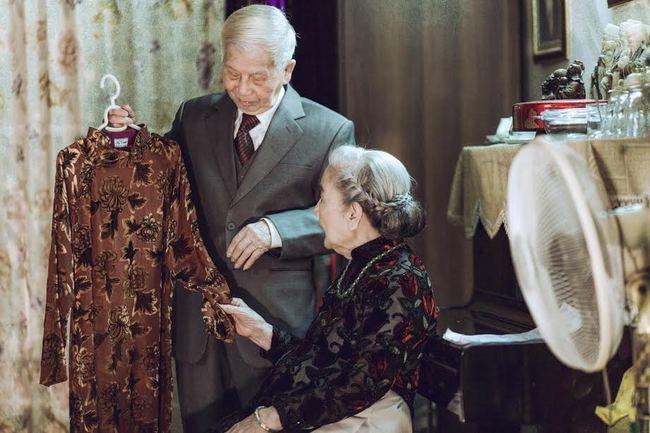 """HOT! """"Miệng móm mém, tóc bạc, da đồi mồi và 74 mùa yêu"""" - bộ ảnh Valentine này chắc hot nhất!"""