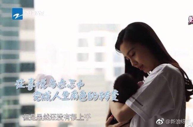 Angelababy lần đầu khoe con trai và hạnh phúc với hình ảnh của bà mẹ bỉm sữa - Ảnh 3.