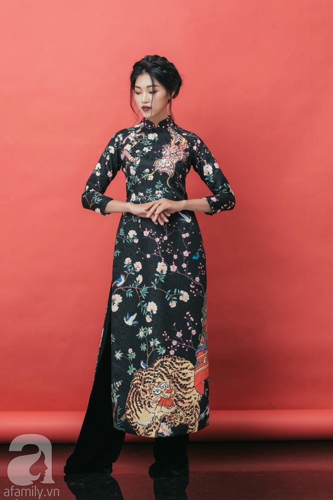 Rộn ràng không khí Tết cùng những thiết kế áo dài họa tiết đậm hương sắc ngày Xuân - Ảnh 6.