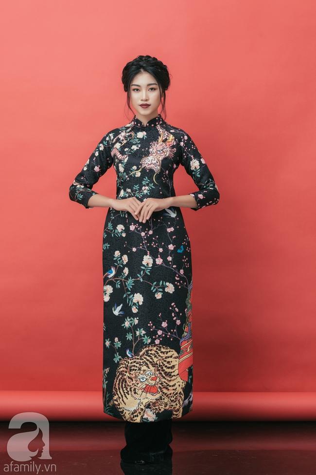 Rộn ràng không khí Tết cùng những thiết kế áo dài họa tiết đậm hương sắc ngày Xuân - Ảnh 7.