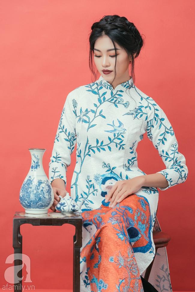 Rộn ràng không khí Tết cùng những thiết kế áo dài họa tiết đậm hương sắc ngày Xuân - Ảnh 8.