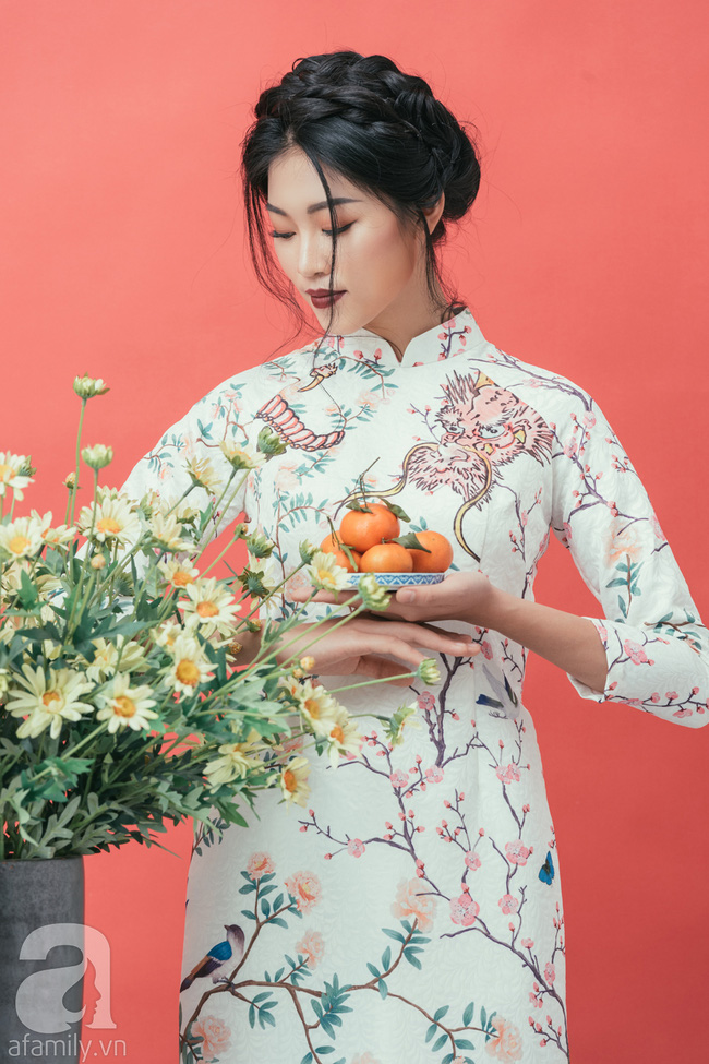 Rộn ràng không khí Tết cùng những thiết kế áo dài họa tiết đậm hương sắc ngày Xuân - Ảnh 13.