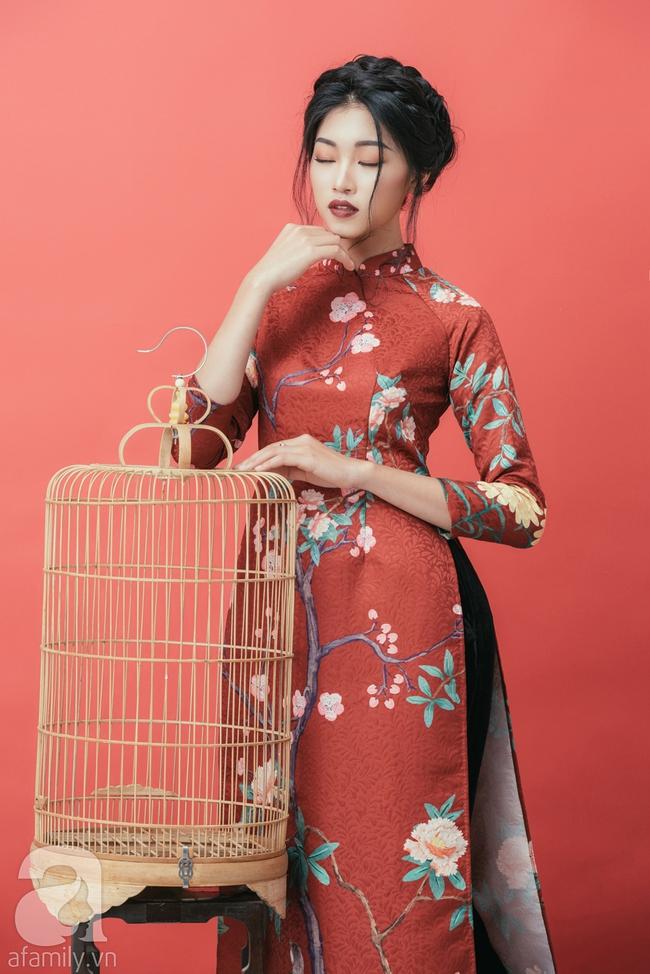 Rộn ràng không khí Tết cùng những thiết kế áo dài họa tiết đậm hương sắc ngày Xuân - Ảnh 16.