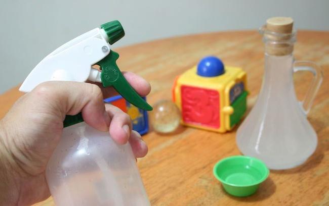 Cách làm sạch đồ chơi cho trẻ dễ dàng mà an toàn và vô cùng đơn giản - Ảnh 1.