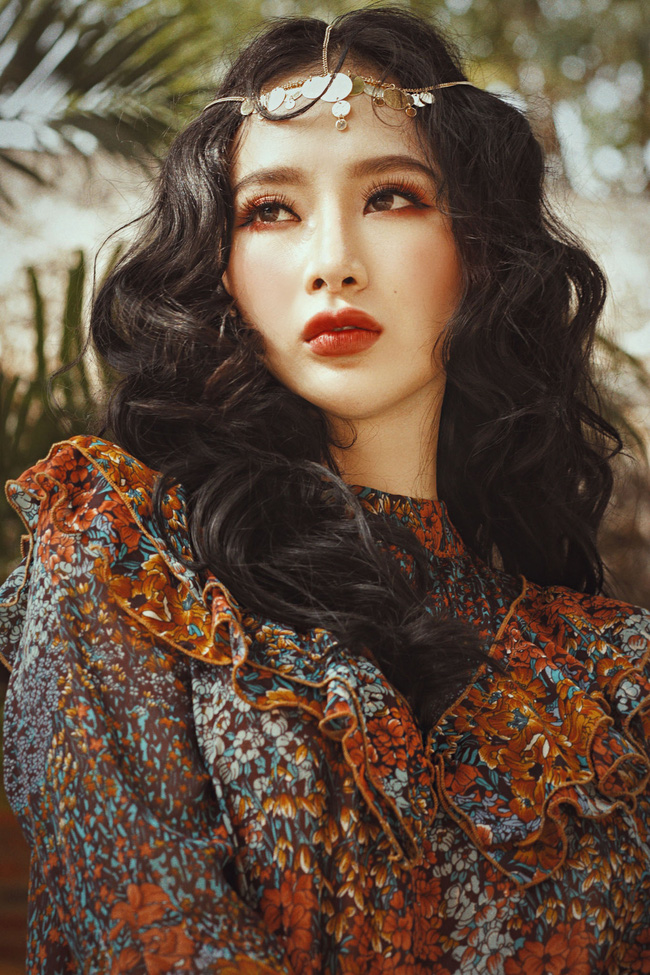 Angela Phương Trinh gây bất ngờ khi gắn trang sức lên lông mày - Ảnh 2.