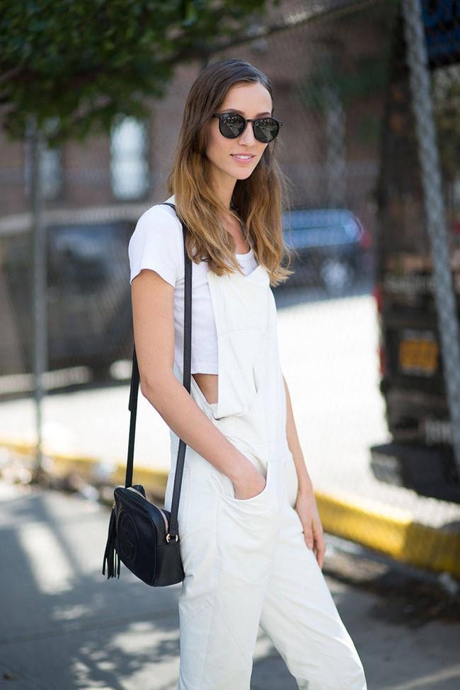 Chỉ là áo phông trắng thôi, nhưng nó diện với món đồ nào cũng đẹp - Ảnh 16.