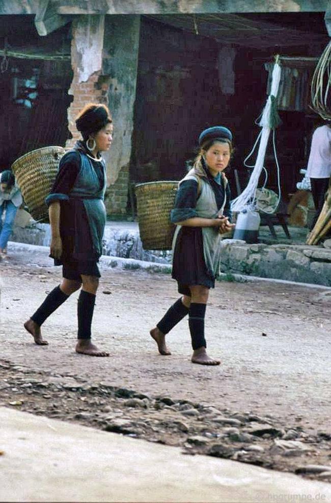 Quay ngược về 3 thập kỷ trước, lặng ngắm cổ trấn Sapa hoang sơ trong mắt nhiếp ảnh gia Tây - Ảnh 20.