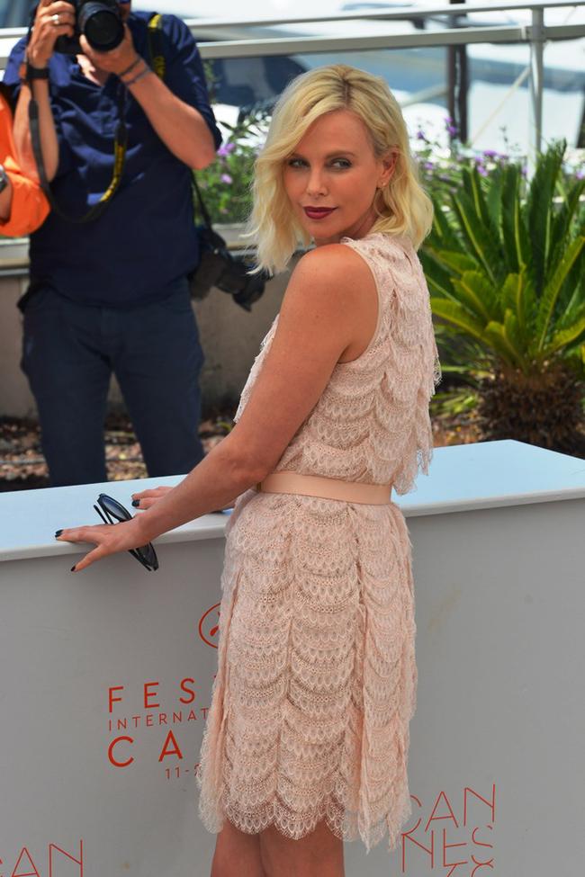 """Nữ diễn viên Charlize Theron đã giảm cân ngoạn mục thế nào sau khi đóng phim """"Monster""""? - Ảnh 3."""