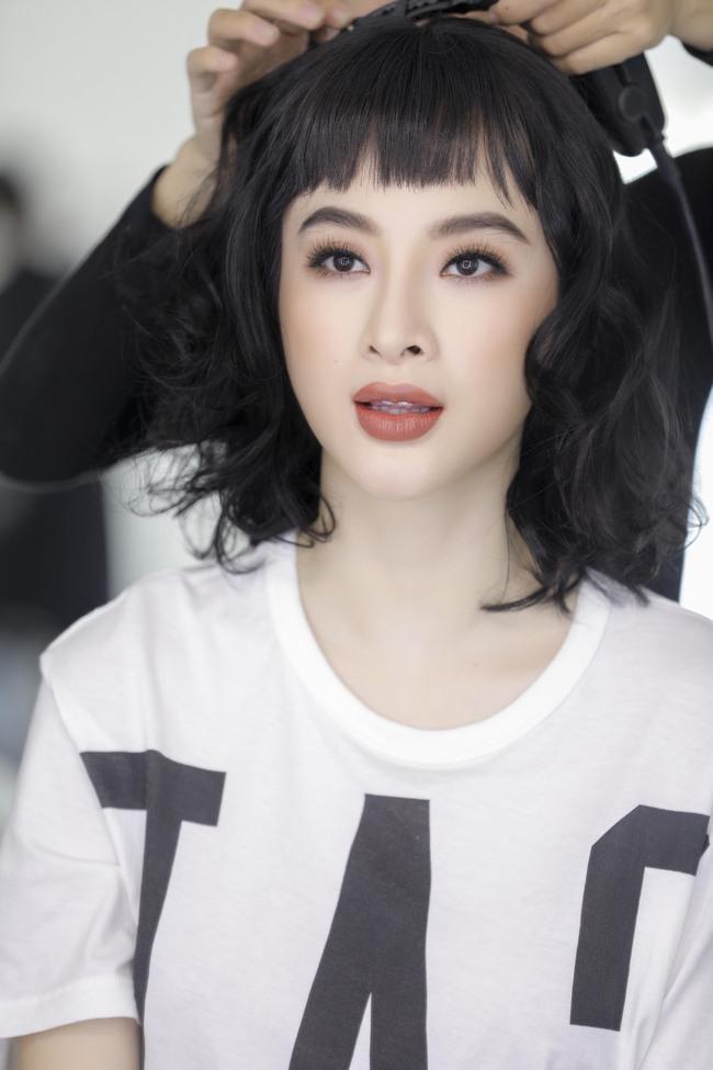 Không trang phục lộng lẫy, Angela Phương Trinh vẫn đẹp hút mắt nhìn - Ảnh 2.