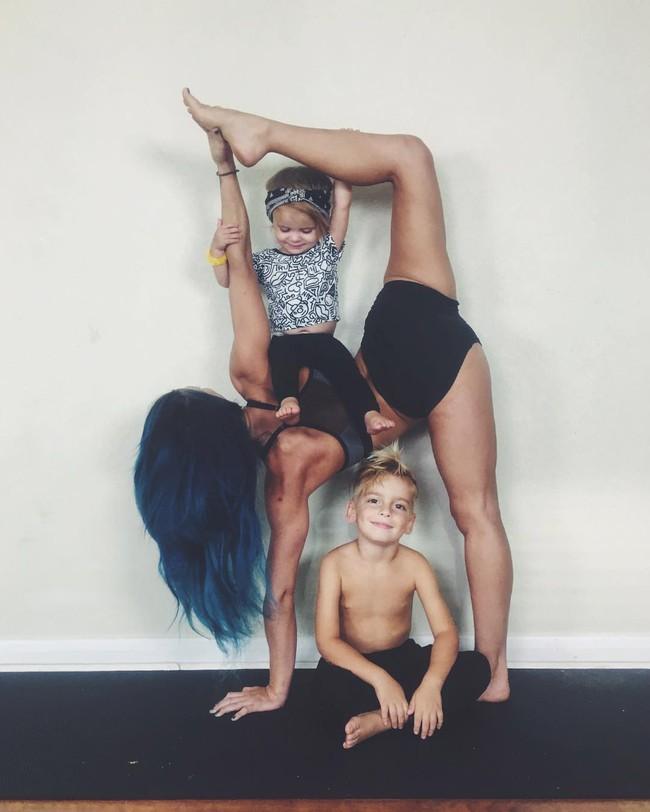 Ngẩn ngơ ngắm bộ ảnh 3 mẹ con cùng tập yoga đang gây bão Instagram - Ảnh 15.