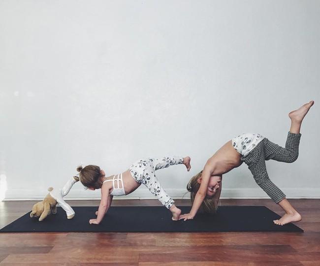 Ngẩn ngơ ngắm bộ ảnh 3 mẹ con cùng tập yoga đang gây bão Instagram - Ảnh 8.