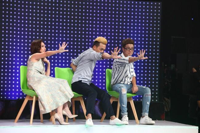 Thu Trang méo mặt khi anh chàng đẹp trai này cất giọng hát - Ảnh 2.