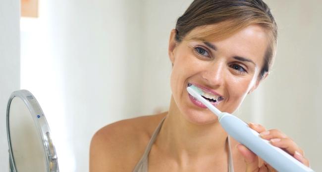 Dùng bàn chải đánh răng: Việc tưởng đơn giản nhưng có vô khối điều cần phải biết - Ảnh 3.