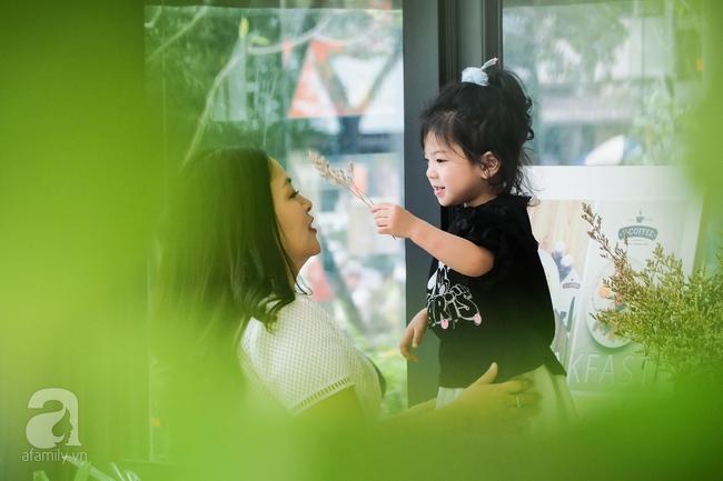 Bé Ella: cô nhóc 2 tuổi với phong cách đẹp miễn bàn nhờ diện đồ mẹ tự thiết kế - Ảnh 21.