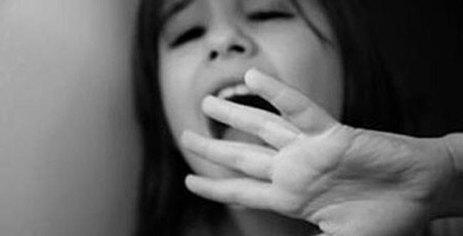 Con gái 3 tuổi sợ tắm, mẹ chết lặng khi phát hiện nam y tá đã cưỡng hiếp con ngay tại nhà mình - Ảnh 1.